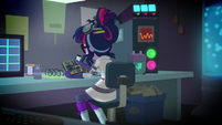 Twilight Sparkle finishing the robot CPU SS5
