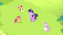 Twilight appearing to the CMC S2E3