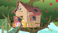 Applejack Cutie Mark Crusaders clubhouse S1E18.png