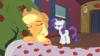 Applejack hugs Bloomberg S01E21