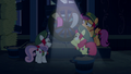 Crusaders seal window with wagon wheel S6E15.png