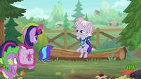 Dusty gestures Twilight to sit next to her S9E5