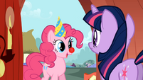 Pinkie Pie invites Twilight S1E25