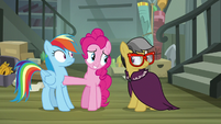 Pinkie gets between Rainbow and A. K. Yearling S7E18