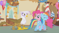 Rainbow trotting away from Gilda S1E05