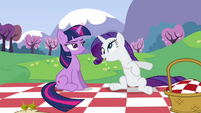 Twilight unimpressed by Rarity's behavior S2E25