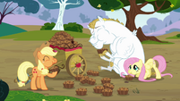 Applejack, Bulk and Fluttershy eating bettys S4E10