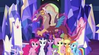 Discord levitated down to Mane 6 S4E26