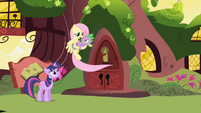 Fluttershy wants to tuck Spike into bed S1E01