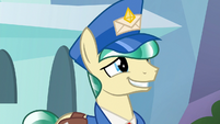 Mail Pony putting on a forced smile S8E8