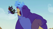 Maulwurf catches Pharynx's tail in its teeth S7E17