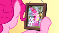 Pinkie Pie looking at Pie family photo S4E12