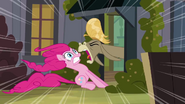 S02E18 Cranky krzyczy na Pinkie