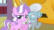 S03E04 Silver Spoon zaczyna się śmiać