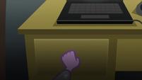 Sci-Twi opening a drawer EG3