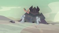 Somnambula flies to the pyramid S7E18
