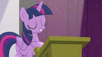 "Twilight ""is in good hooves"" S5E25"