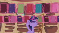 Twilight Sparkle reshelf books 2 S02E10