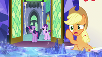Applejack -gonna take offense to that- S8E2