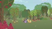 Applejack snaps at Twilight S1E04