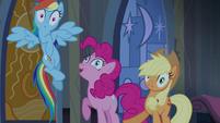 Pinkie Pie aparece no meio T4E03