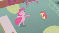 Pinkie Pie ends Cupcakes song S1E12