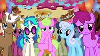 Ponies bored at Sugarcube Corner S03E13