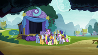 Ponies watching Trixie's magic show S8E19