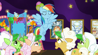 Rainbow Dash crossing her hooves S8E5