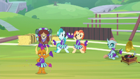 Smolder cheering with unenthusiasm S9E15