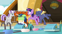 Star Tracker bumps into Twilight Sparkle S7E22