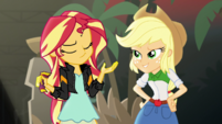 Sunset Shimmer shrugging EGS2