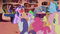 Twilight's face turns red from spiciness S1E01