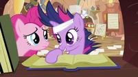 Twilight talking to Pinkie S2E20
