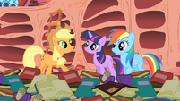 Applejack -And Rainbow Dash here's the only pony to ever pull it off!- S1E16