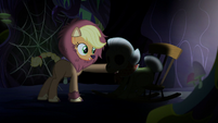 Applejack approaches Granny Smith S5E21