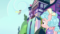 Cozy Glow sees Derpy the mailmare S8E25