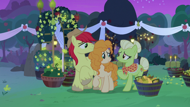 File:Granny Smith accepts Pear Butter as family S7E13.png