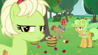 Granny and Apples glaring at the Pear family S7E13