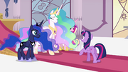 Princesses standing before Twilight S4E25