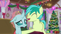 Sandbar humming next to Ocellus S8E16