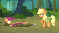 Scootaloo freaks out S3E06