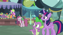 Twilight and Spike observe depressed Pinkie S8E18