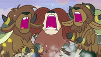Yona and her siblings smashing the log S8E16