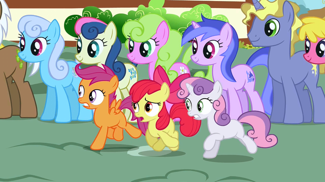 File:CMC running at the parade S3E04.png