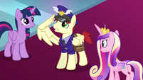 Mail courier salutes to the princesses S8E25