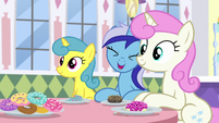 Minuette -Or she's coming over here!- S5E12