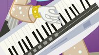 Rarity's hand playing keytar EG2