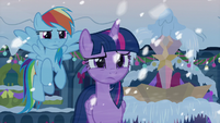 Twilight and Dash determined to catch the figure S8E16