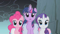 Twilight and friends reach a crevice S1E07